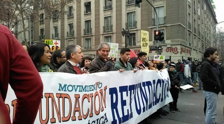 Photo: Streets demonstrations in Santiago for quality education. Credit: José Gabriel Feres | Pressenza.